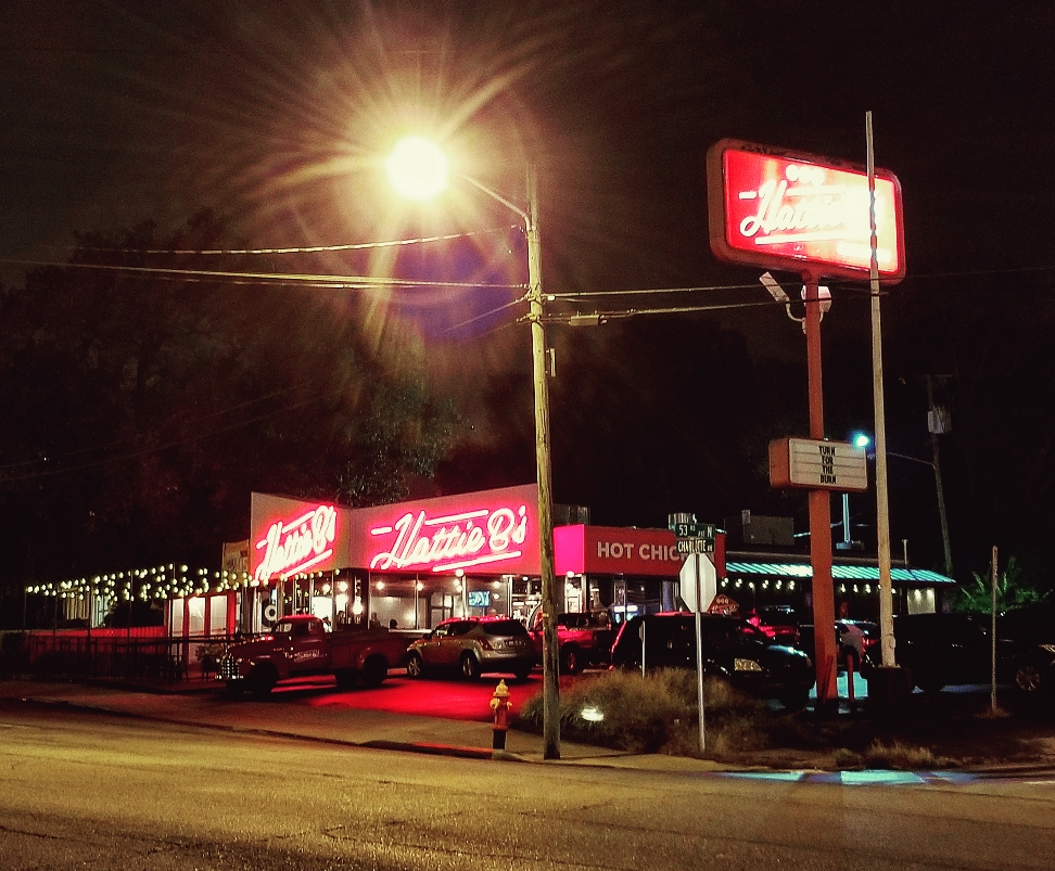 A nighttime view of Hattie B's in Nashville Tennessee