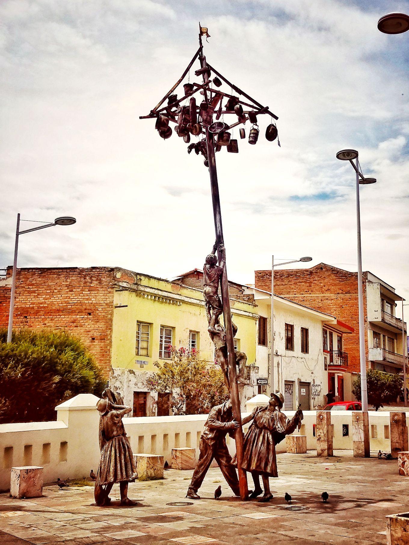 The Greasy Pole Game Sculpture, Plazoleta del Vado, Cuenca, Ecuador