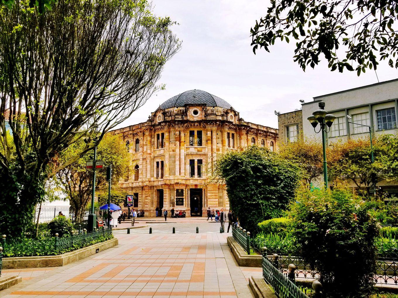 Domed Courthouse, Parque Calderón, Cuenca, Ecuador