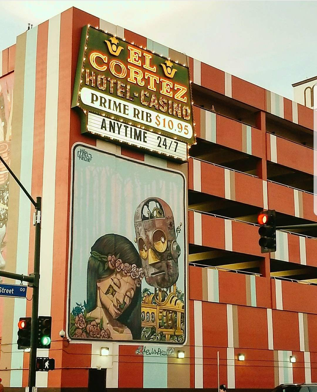 A mural of two robots in downtown Las Vegas, Nevade