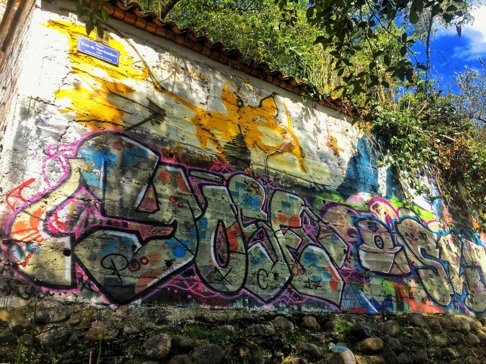 Paseo De Tres De Noviembre Grafitti
